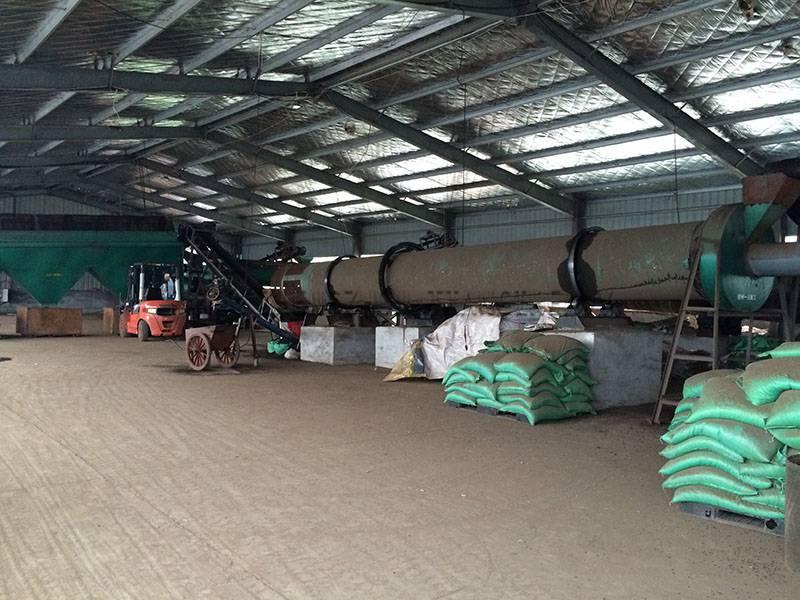 Chicken manure organic fertilizer production line (3)
