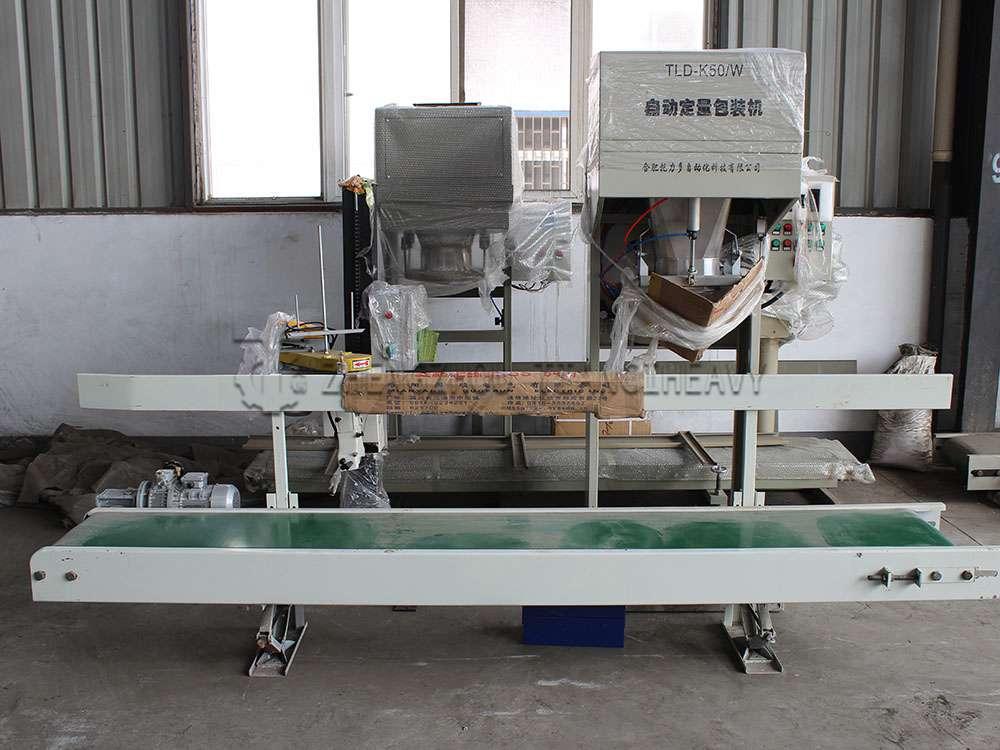 Fertilizer packaging machine (1)