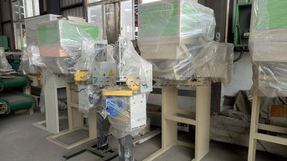 Fertilizer packaging machine (3)