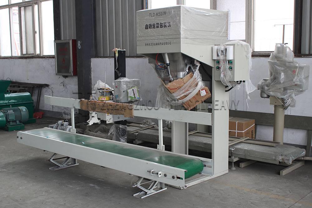 Fertilizer packaging machine (4)