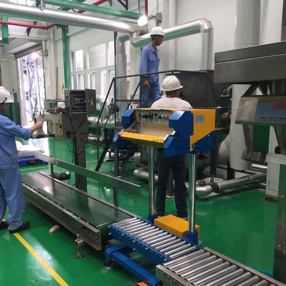 Fertilizer packaging machine (6)