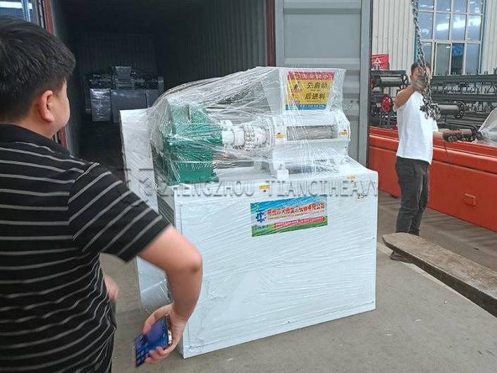 Shipment of Double roller press granulator (4)