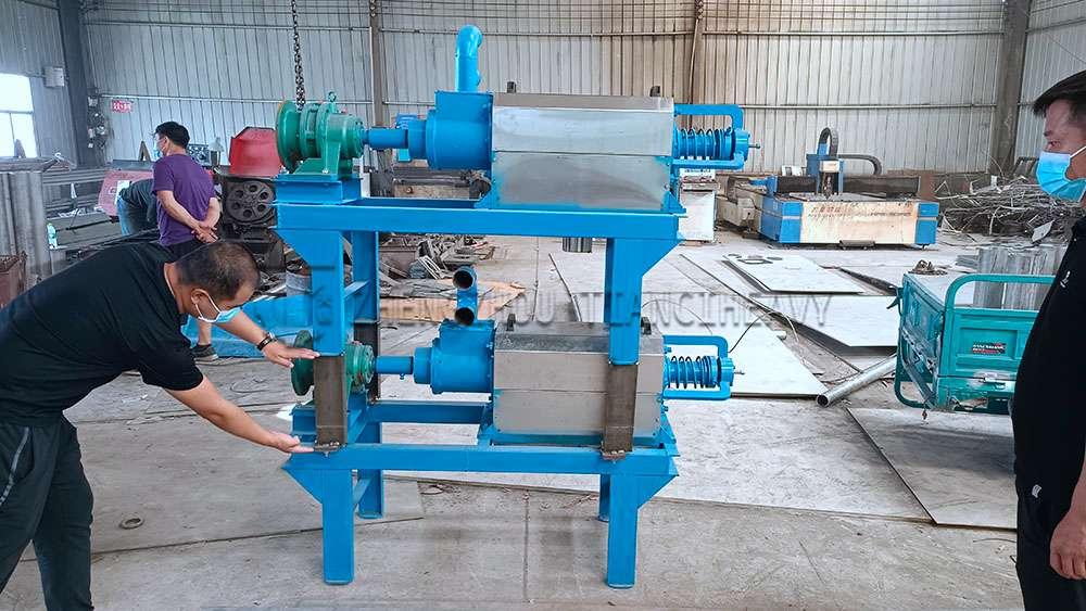 Dung dewatering machine sold to Thailand (1)