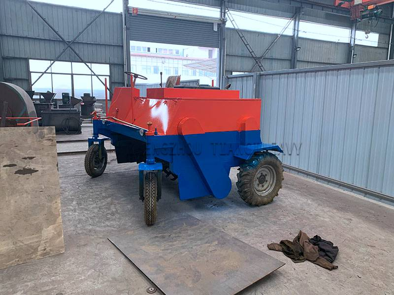 Four-wheel Fermentation turning machine (4)
